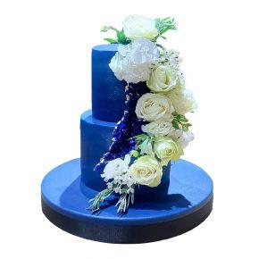 beyaz-cicekli-mavi-pasta