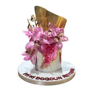 orkide-cicekli-dogum-gunu-pastasi