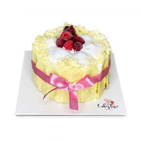 vanilyali bogurtlenli-pasta-beyaz
